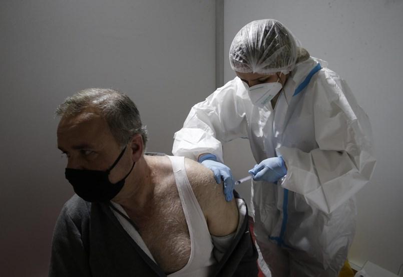 A kormány terve: arány felett a kórházakra terhelni az oltóprogramot