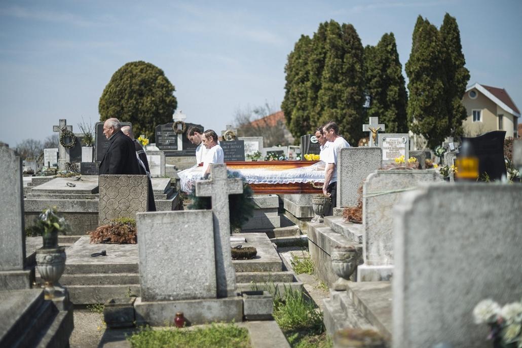 Izsáki kényszervallatás - Bara József temetése, Szatmárnémeti, 2013. április 17.