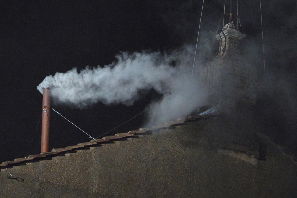 fehér füst szállt fel - megvan az új pápa - pápaválasztás - pavalko