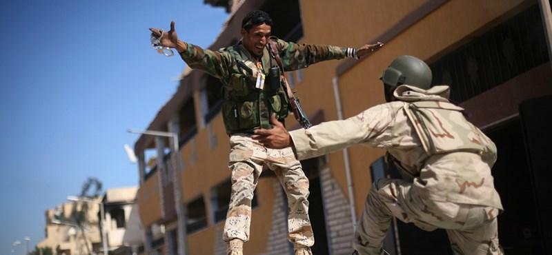 Kiengedhetik börtönéből a volt líbiai kormányfőt