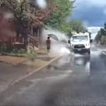 Kirúgták a sofőrt, aki direkt hajtott a pocsolyákba, hogy lefröcskölje a gyalogosokat – videó