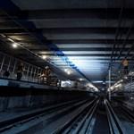 Lehalt az alagútban a 2-es metró, pótlóbuszok vitték az utasokat