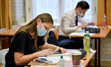 Szaktanár a matekérettségi második részéről: Barátibb feladatok után nehezebbek következnek