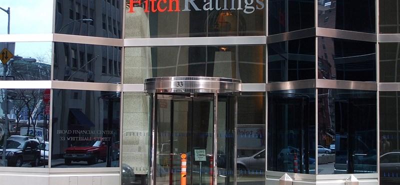 Javított az ország kilátásain az egyik hitelminősítő