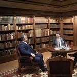 Amerikai illiberális ideológust fogadott Orbán a Karmelitában