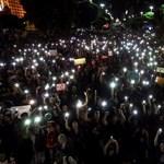 Több száz egyetem és középiskola tanárai, diákjai tüntettek Brazíliában