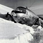 Hamarosan felszínre kerülhet a 74 éve lezuhant, gleccserbe szorult repülő