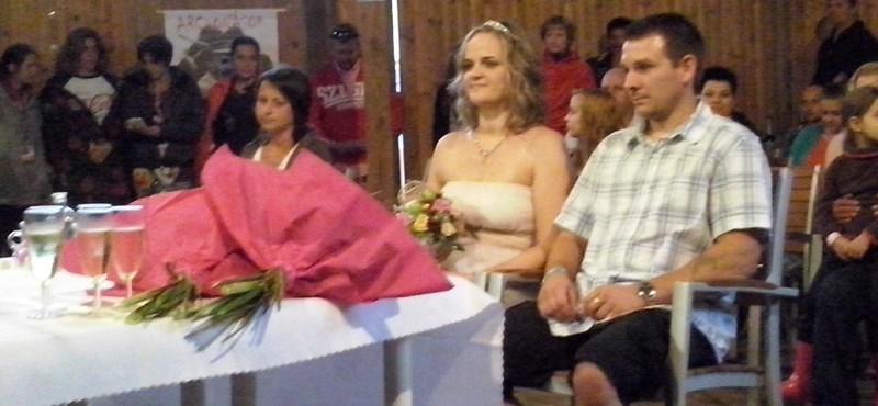 Na, most tényleg volt egy esküvő a Szigeten
