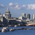 A brit háziasszonyok Varsóba járnak csaptelepért