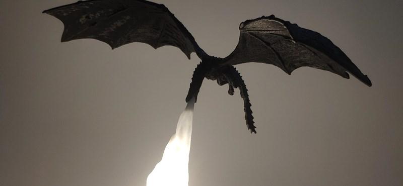 Trónok harca rajongók! Már rendelhető tűzokádó sárkányos éjjeli lámpa