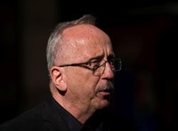 Bayer Zsolték tüntetéssel válaszolnak Niedermüller Péternek