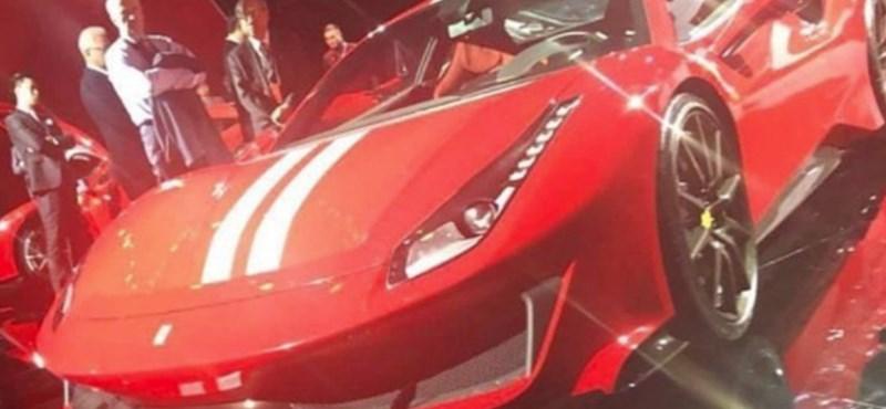 Kémfotón az álcázás nélküli új szuper Ferrari, ami csak márciusban jön ki