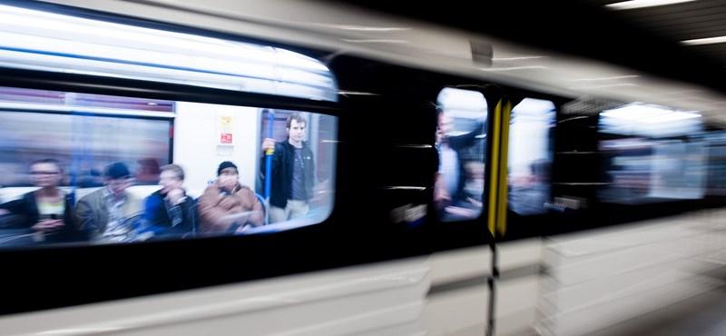Ez már az ördögi erők játéka - ismét idegen tárgy miatt nem csukódott egy új metró ajtaja