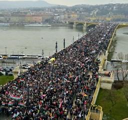 Békemenettől diáktüntetésig: így ünnepelt Budapest március 15-én