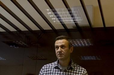 Már 15 kilót fogyott Navalnij, ezért kényszerétkeztetést vezetnének be a börtönben