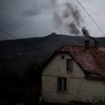 Méteres lyukakban bányásszák a reményt Ózd mellett - Nagyítás-fotógaléria