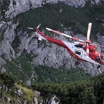 Helikopterrel érkezett mentőegység a Tátra barlangjában rekedt két férfihoz - fotók