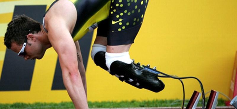 Nem fél a londoni esőtől a műlábakkal futó Pistorius