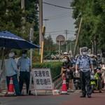 Tovább szigorítanak Pekingben, miután a város legnagyobb piacán megjelent a koronavírus
