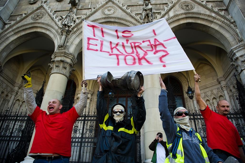 Rendvédelmi dolgozók szakszervezetének tüntetése Parlament