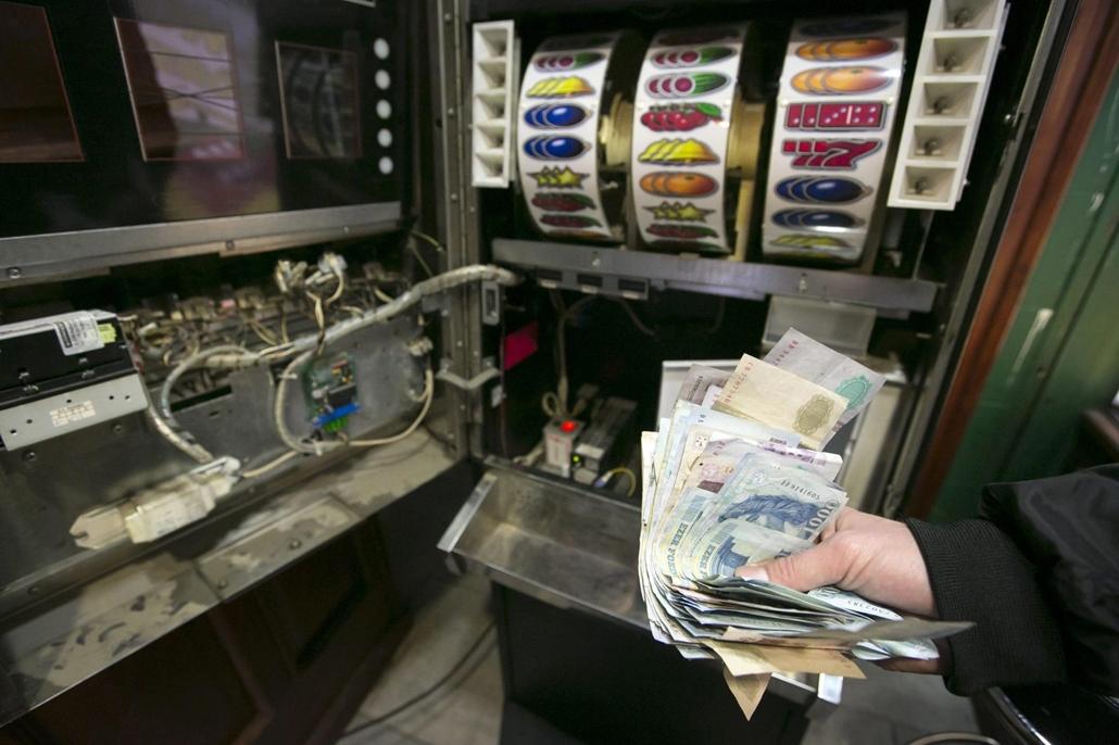 Játékautomaták, játéktermek, szerencsejáték - 20121011003