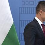 Azerbajdzsáni kitüntetést és ölelést kapott Szijjártó