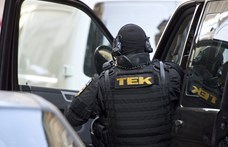Döntött a kormány: a TEK az utcára vezényelte a járműveit