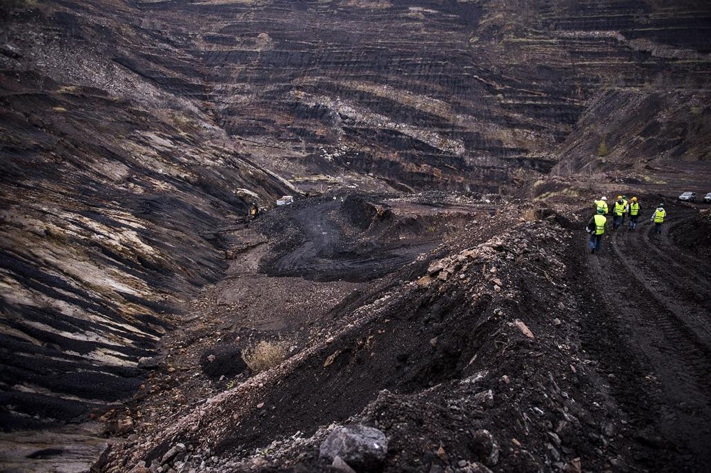 mti.14.12.04. - Pécs: külszíni fejtés a Dalkia Energia Zrt. tulajdonában lévő Pannon Hőerőmű Zrt. újraindított pécs-vasasi szénbányájában - 7képei, szénbánya