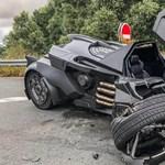 Csúnyán összetörték szegény Batmobile-t egy francia autópályán