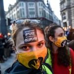 Az SZFE hallgatói 100 ezer forinttal támogatták az Igazgyöngy Alapítványt