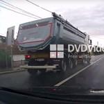 Úgy előzött a teherautó a 8-as főúton, hogy ott kérdés nem maradt – videó