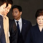 14 órán át faggatták az ügyészek a leváltott dél-koreai elnököt