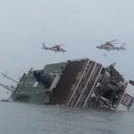 Diákokkal teli hajó borult az oldalára a Koreai-félszigetnél - fotók