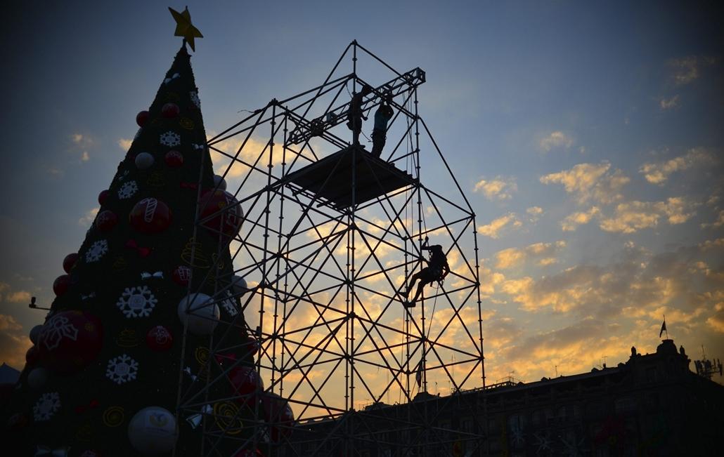 afp. nagyításhoz - égők, karácsonyi dekoráció, fények, fényfüzér, advent - Mexikóváros, Mexikó