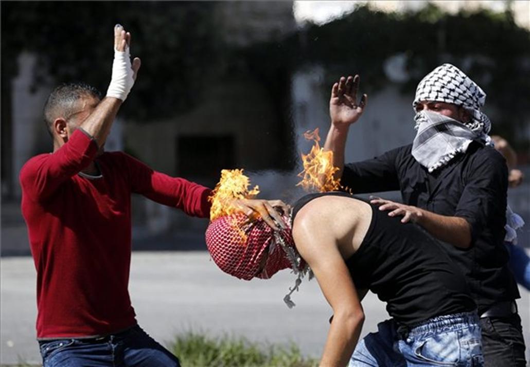 saját magát gyújtotta meg egy Molotov-koktélt dobáló palesztin a ciszjordániai Hebronban