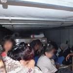 """32 menekültet zsúfoltak egy kamionba, köztük 13 gyermeket, az MTI-nél ők """"próbálkozó migránsok"""""""