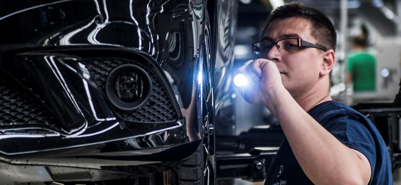 Még hosszabb időre áll le a Mercedes-gyár