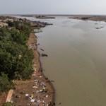 Nigériában kettétört egy hajó, több mint 100 ember eltűnt