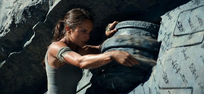 Tényleg túl kicsi Lara Croft melle?