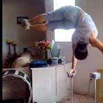 Ennek a sportolónak nincs sok gondja az egyensúlyával (videó)