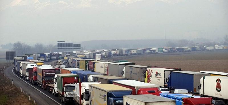 Két számjegyű százalékos díjemelésre kényszerülnek a magyar fuvarozók