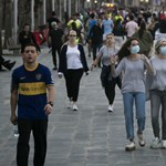 Barcelonában kiszélesítik a járdákat a távolságtartáshoz