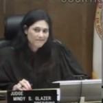 Videó: Zokogott a tolvaj, amikor a bírónőben felismerte iskolatársát