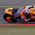 Fotó: egy kanyar, öt motoros a silverstone-i MotoGP-n
