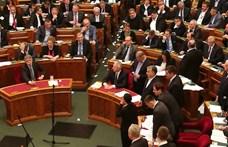 Hadházy szerint nincs értelme az ellenzéki akciónak, elhagyta a Parlamentet