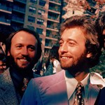 Lovaggá ütötték Barry Gibbet, a Bee Gees volt énekesét