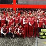 Fotó: Így emlékezett Schumacherre a Ferrari-csapat