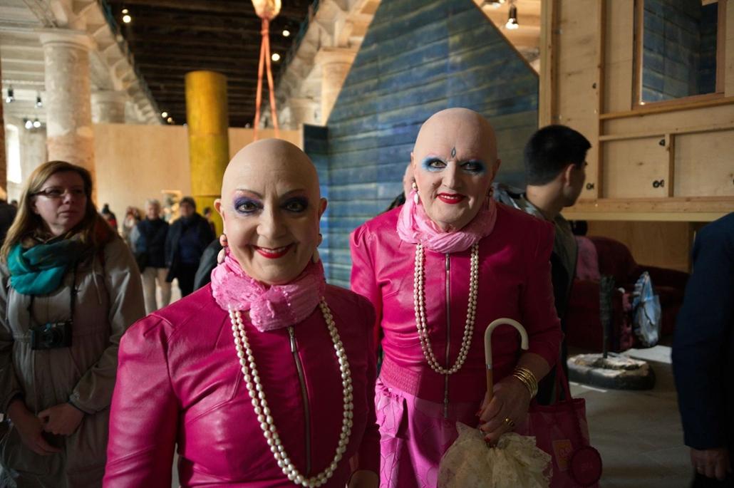 kka. Nagyítás 58. Velencei Biennálé A kedves, extravagáns művészetrajongó pár  elmaradhatatlan résztvevője minden nagyszabású művészerti megmozdulásnak