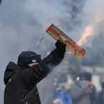 Gyorséttermet vertek szét, autókat gyújtottak fel párizsi tüntetők – fotók