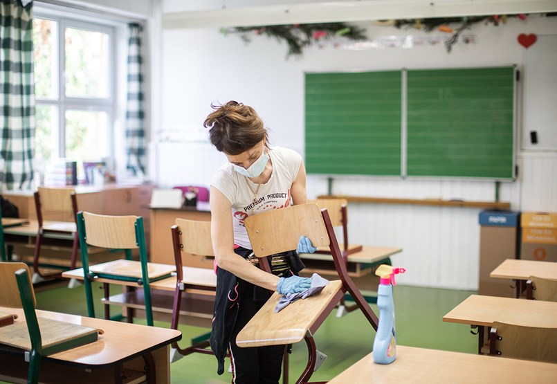 Mennyire egyedülálló a magyar modell, amely rekordszámok mellett döntött az iskolák nyitásáról?